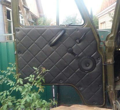 Обивка передних дверей УАЗ-452 (ДВП, винилкожа, поролон, ватин, стеганый «ромб»