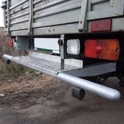Защита-ограничитель задняя, одинарная на УАЗ Профи, с резиновыми отбойниками, с алюм. площадкой.